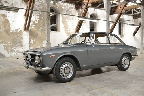 1969 ALFA ROMEO GIULIA GT 1300 JUNIOR for sale For Sale (picture 2 of 6)