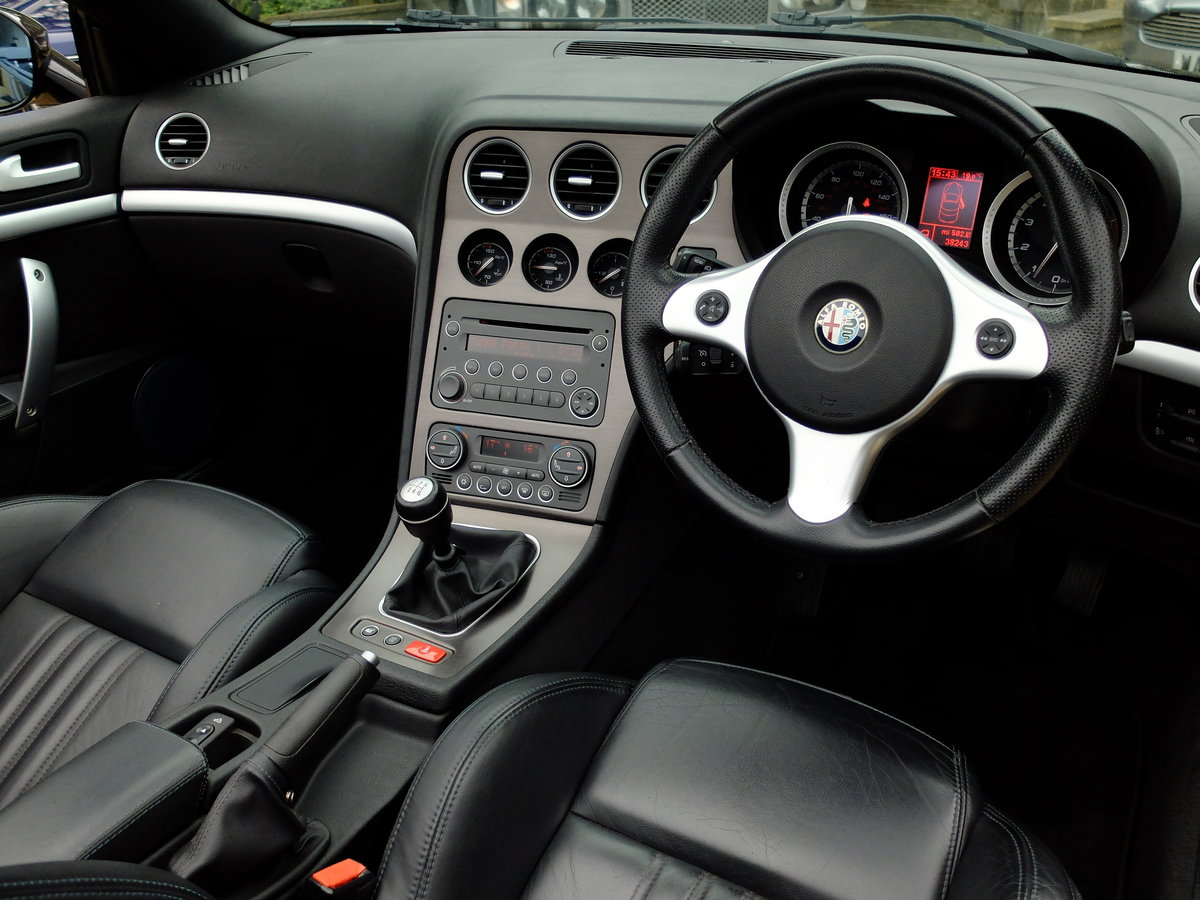 2009 ALFA SPIDER 2.2 JTS - JUST 38K MILES - SUPERB EXAMPLE ! SOLD (picture 4 of 6)