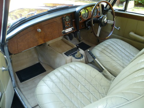 1966 ALVIS TF21 SALOON SOLD (picture 5 of 6)