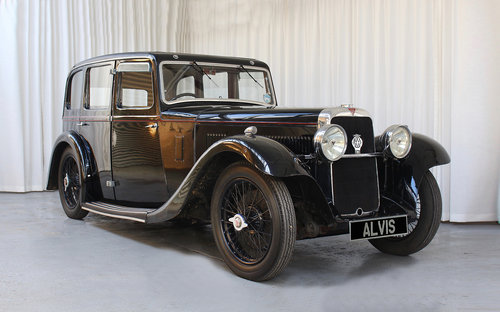 1934 Sixteen SF16.95 6 light Saloon by Holbrook For Sale (picture 1 of 6)