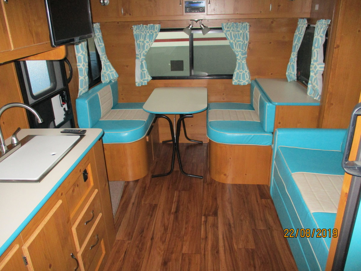 2019 Fabulous 50's vintage American caravan, Brand New For Sale (picture 3 of 6)