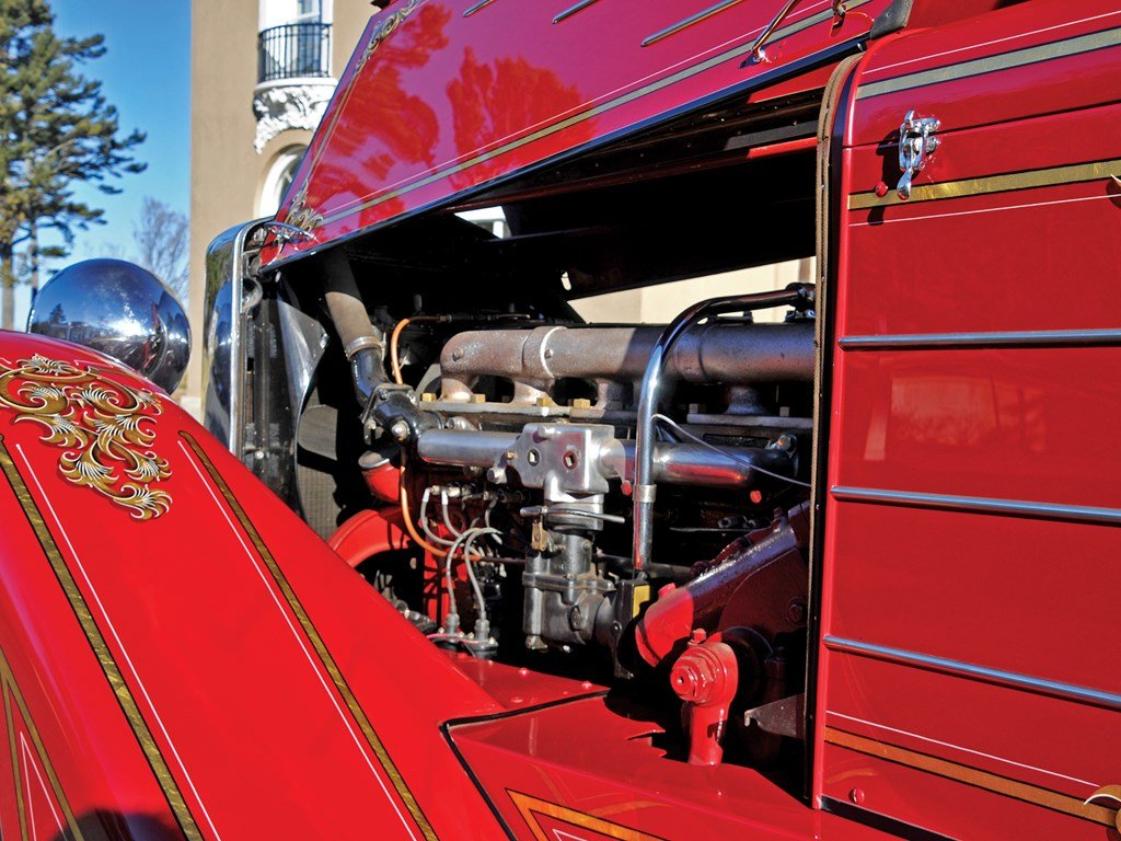1936 American LaFrance Senior 400 Series Squad Truck  For Sale by Auction (picture 3 of 6)