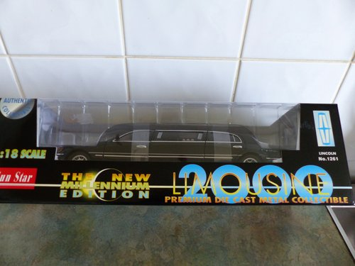 SUN STAR 1:18 SCALE LINCOLN LIMOUSINE MINT BOXED For Sale (picture 2 of 6)