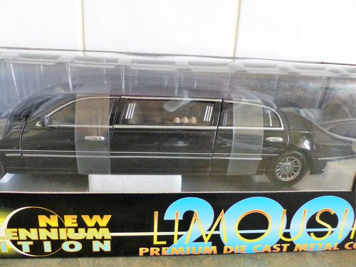 SUN STAR 1:18 SCALE LINCOLN LIMOUSINE MINT BOXED For Sale (picture 6 of 6)