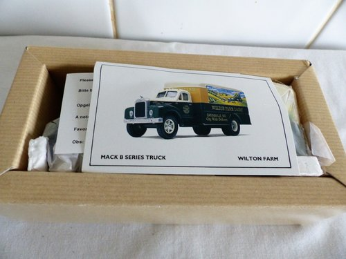 MACK B SERIES VAN-WILTON FARM 1:50 SCALE For Sale (picture 4 of 6)