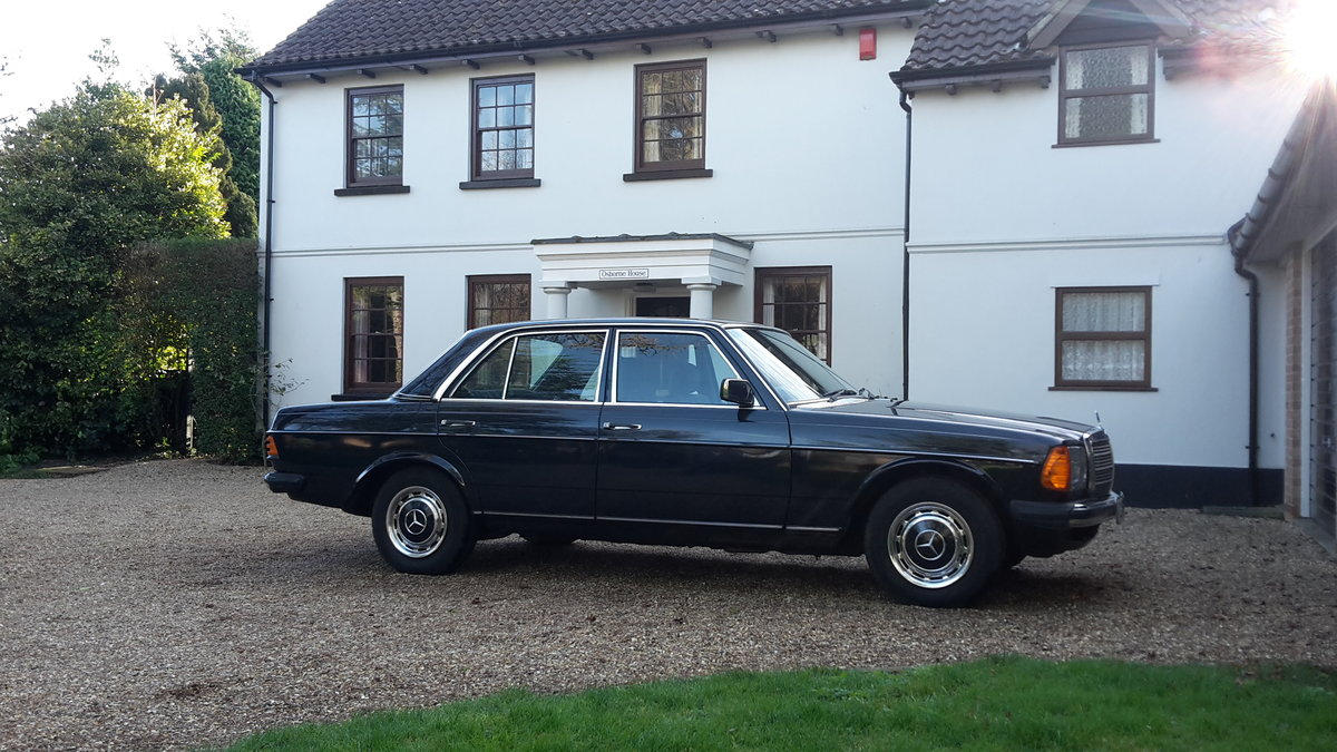 Immaculate one owner 1983 Mercedes W123 series 200 SOLD (picture 1 of 6)