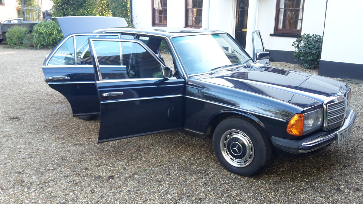Immaculate one owner 1983 Mercedes W123 series 200 SOLD (picture 3 of 6)