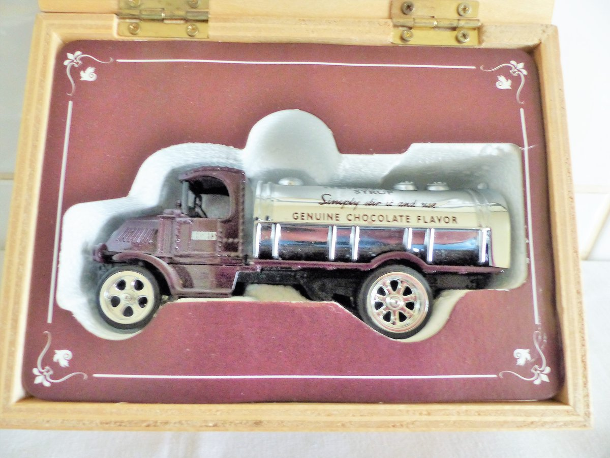 MACK BULLDOG TANKER-HERSHEY'S SYRUP TANKER For Sale (picture 3 of 6)