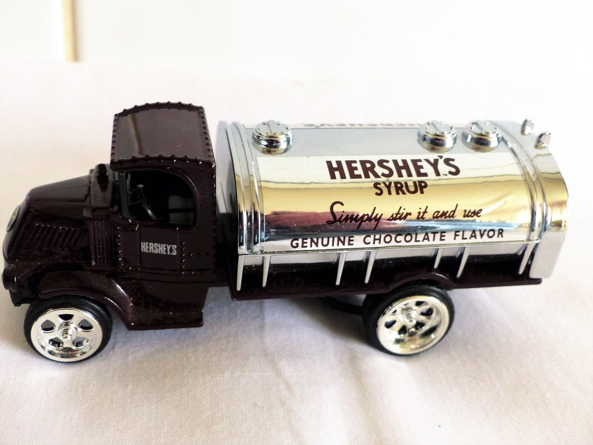 MACK BULLDOG TANKER-HERSHEY'S SYRUP TANKER For Sale (picture 6 of 6)