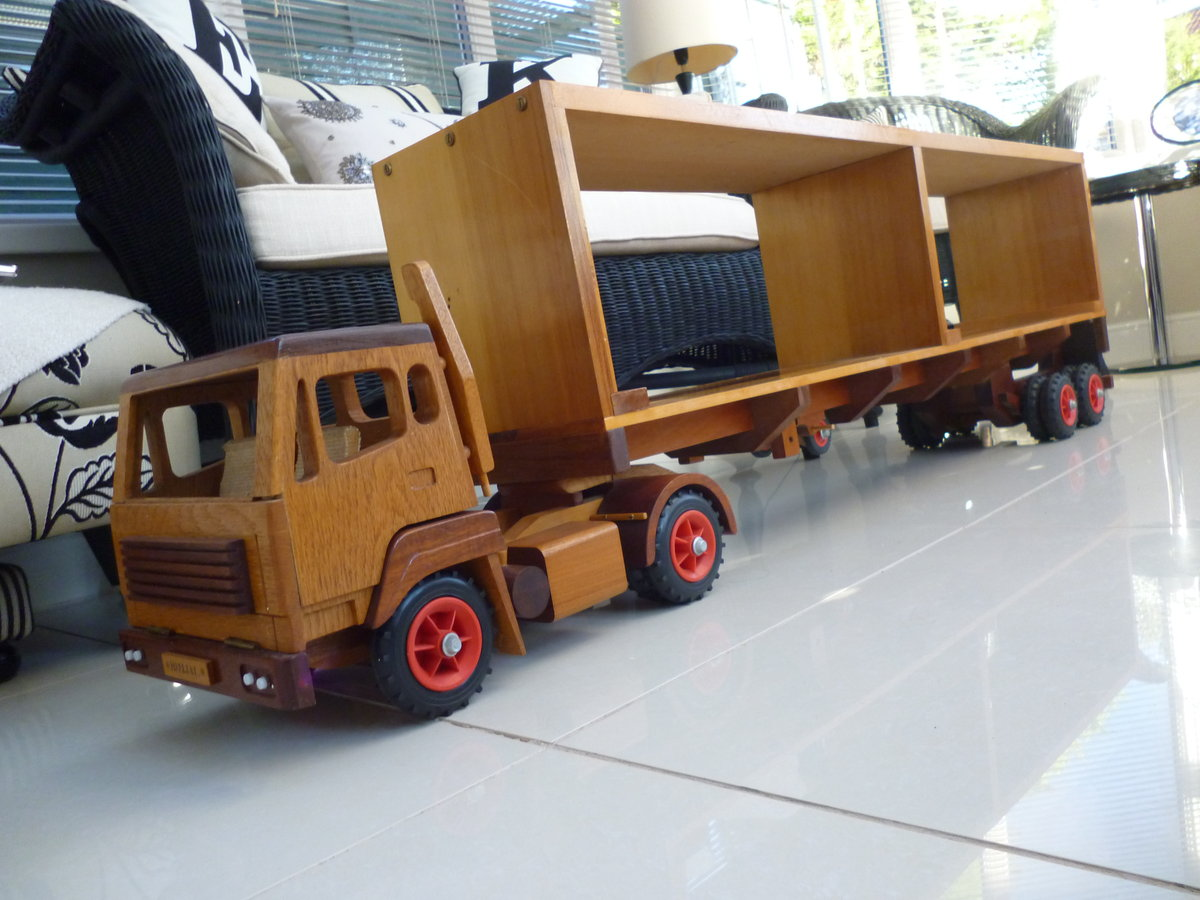Wooden Hand Made Truck & Trailer For Sale (picture 4 of 6)