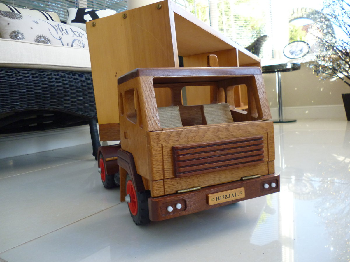 Wooden Hand Made Truck & Trailer For Sale (picture 5 of 6)