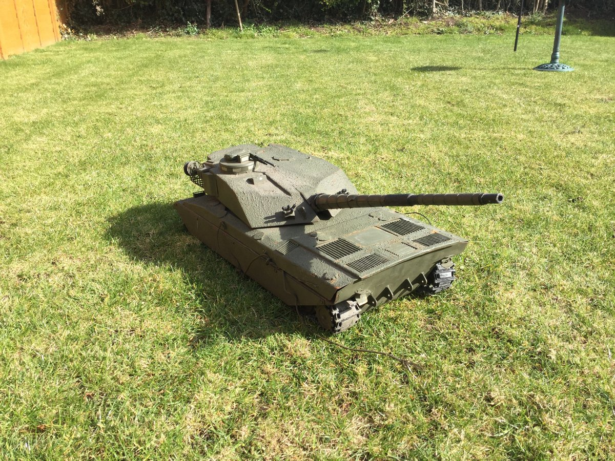1988 Army recruitment office model challenger tank For Sale (picture 1 of 5)