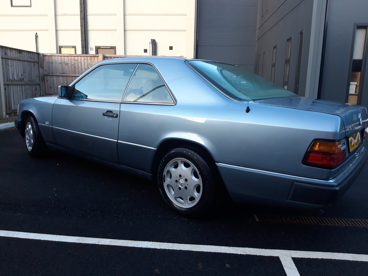 1991 Mercedes 230 CE pillarless coupe, lovely car For Sale (picture 4 of 6)