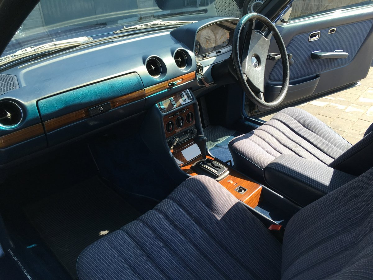 1983 Mercedes-Benz 230 CE Auto W123 Pillarless Coupe For Sale (picture 4 of 6)