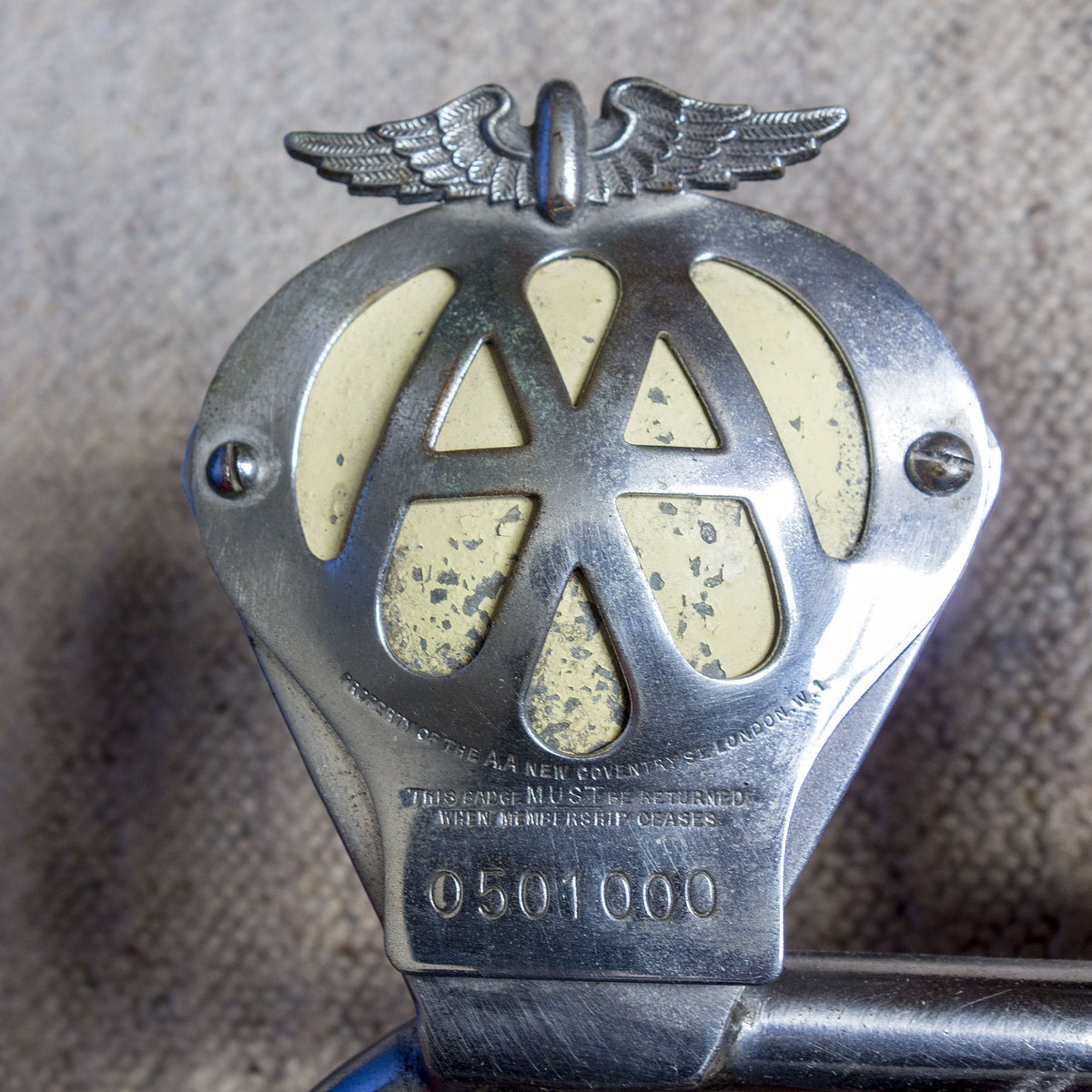 Genuine Classic Car Badge Bar with 5 badges For Sale (picture 2 of 6)