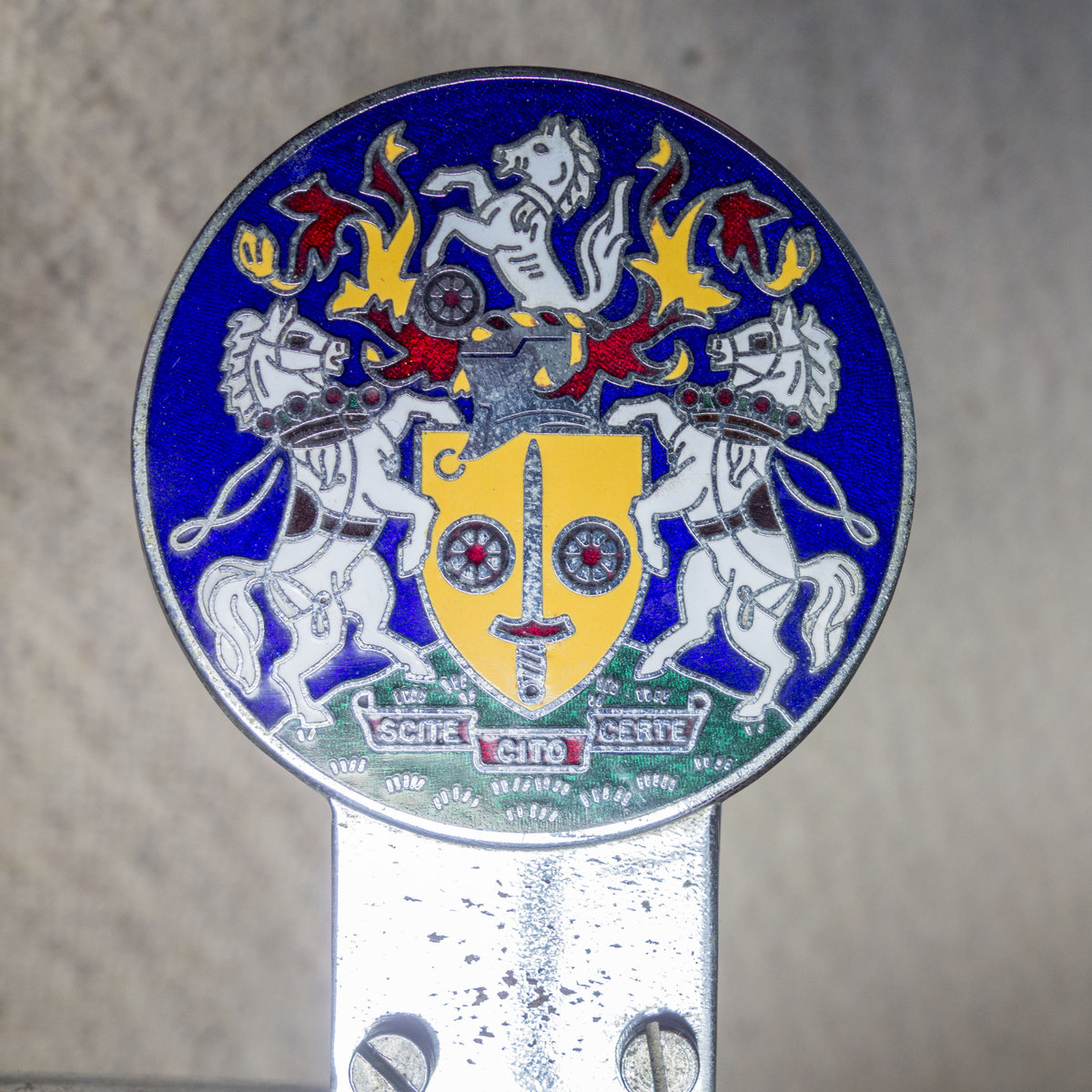 Genuine Classic Car Badge Bar with 5 badges For Sale (picture 6 of 6)