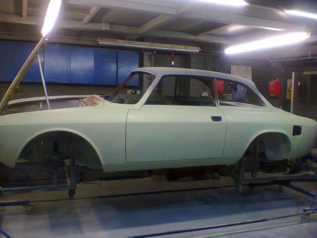 1975 Alfa Romeo 2000 GTV  restored bodyshell RHD For Sale (picture 3 of 6)