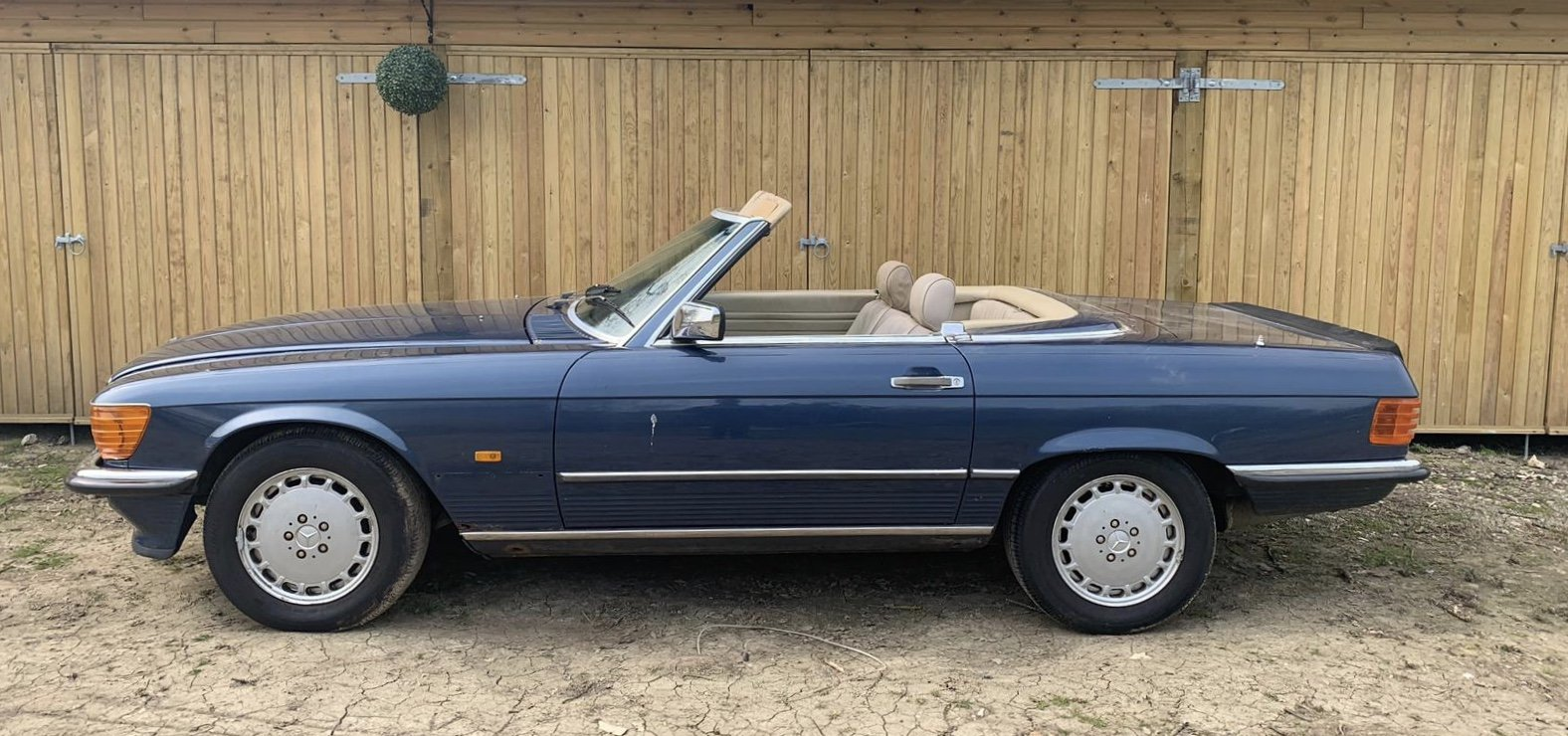 Mercedes 500sl facelift r107 1988 For Sale (picture 2 of 4)