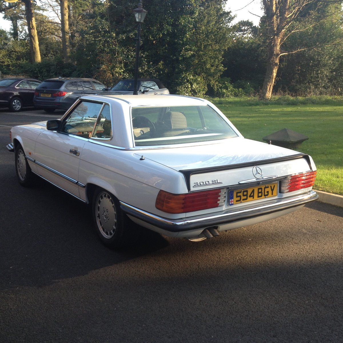 1986 Mercedes R107 300 SL For Sale (picture 3 of 6)