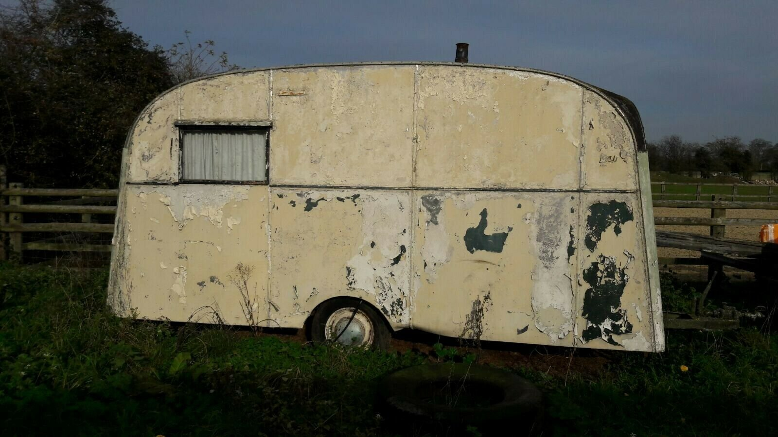 Classic vintage caravan Chalfont 1950s For Sale (picture 2 of 6)