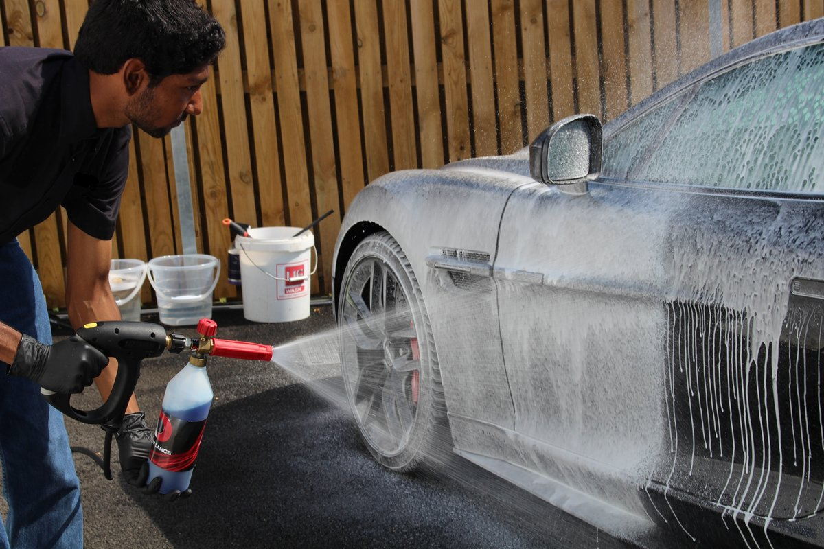 Professional Detailing Service  (picture 2 of 6)