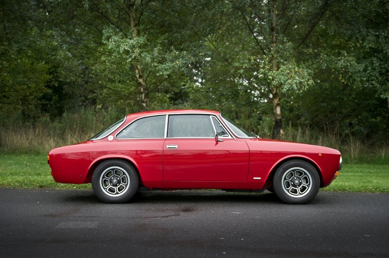 AlfaRomeo 2000GTV and Kammtail Spiders for sale   (picture 1 of 5)