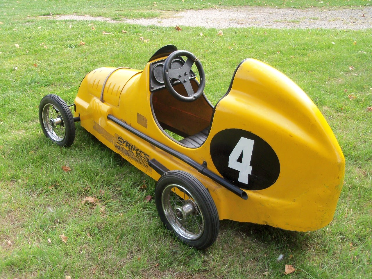 Austin Pathfinder Pedal Car (Replica) For Sale (picture 2 of 6)