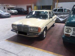 1983 Mercedes-Benz 123 E230 For Sale