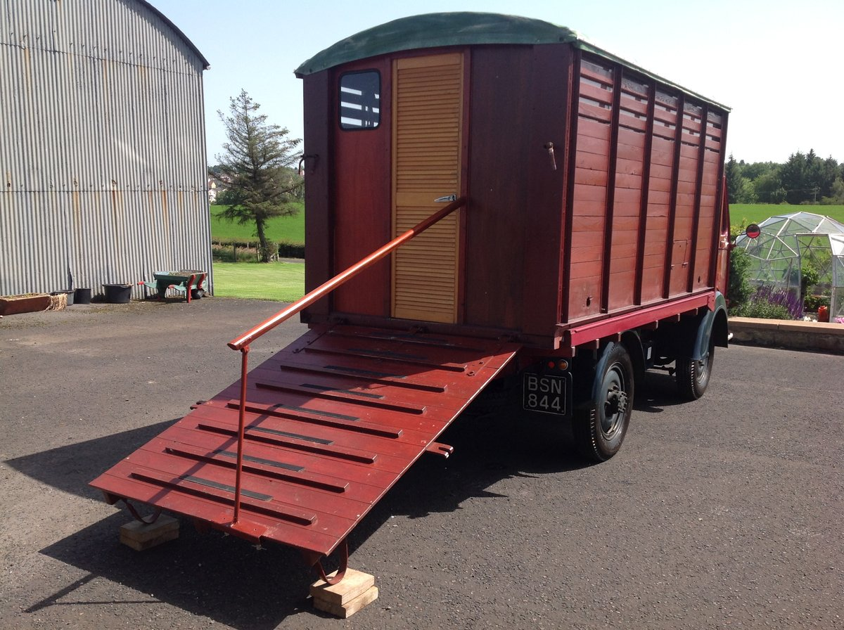 1951 Austin K8 flatbed truck with Caravanette body For Sale (picture 2 of 6)