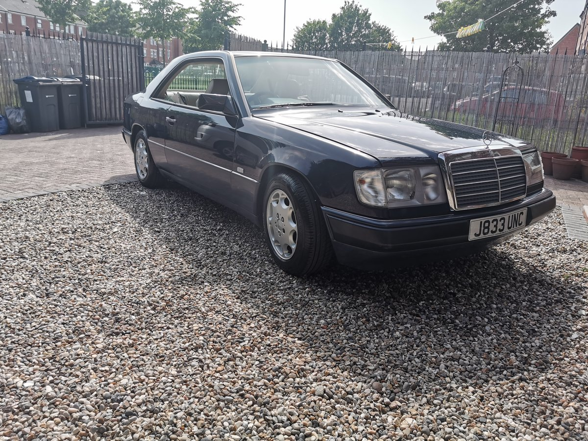 1991 Mercedes 230CE Mint FSH For Sale (picture 2 of 6)
