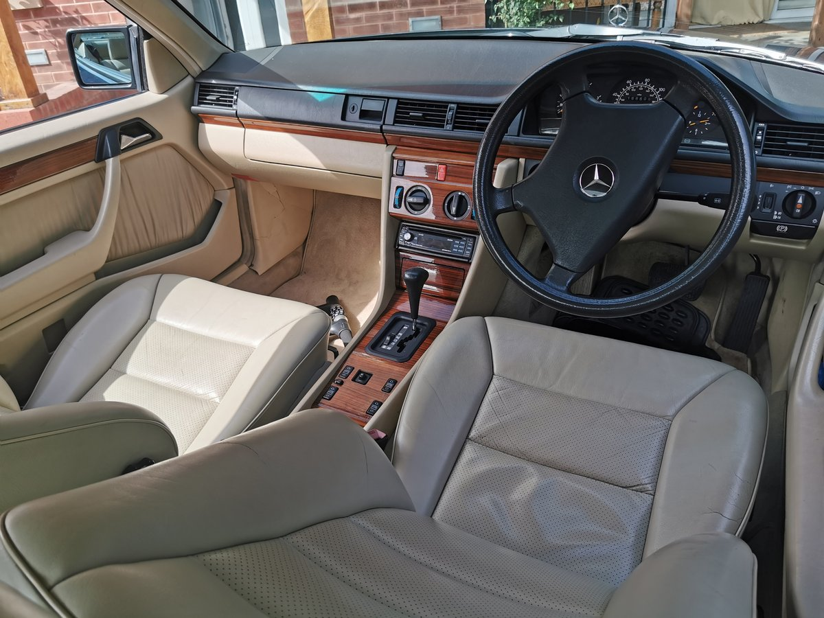 1991 Mercedes 230CE Mint FSH For Sale (picture 3 of 6)