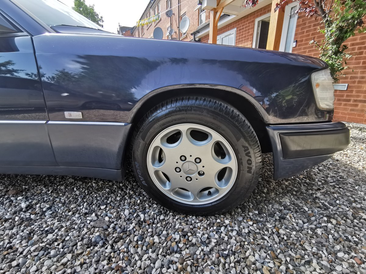 1991 Mercedes 230CE Mint FSH For Sale (picture 4 of 6)