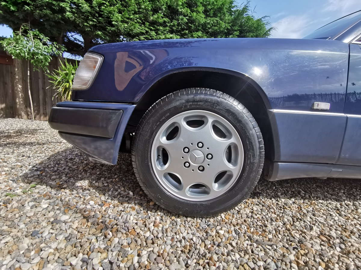 1991 Mercedes 230CE Mint FSH For Sale (picture 5 of 6)