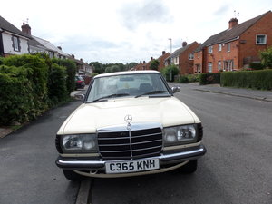 1985 MERCEDES -BENZ W123 SERIES 200 SALOON