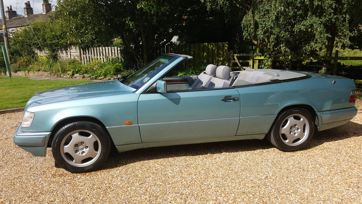 1993 Mercedes E220 convertible (W124) For Sale (picture 1 of 6)