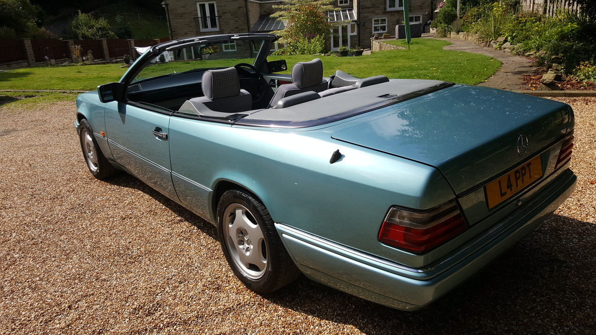 1993 Mercedes E220 convertible (W124) For Sale (picture 2 of 6)