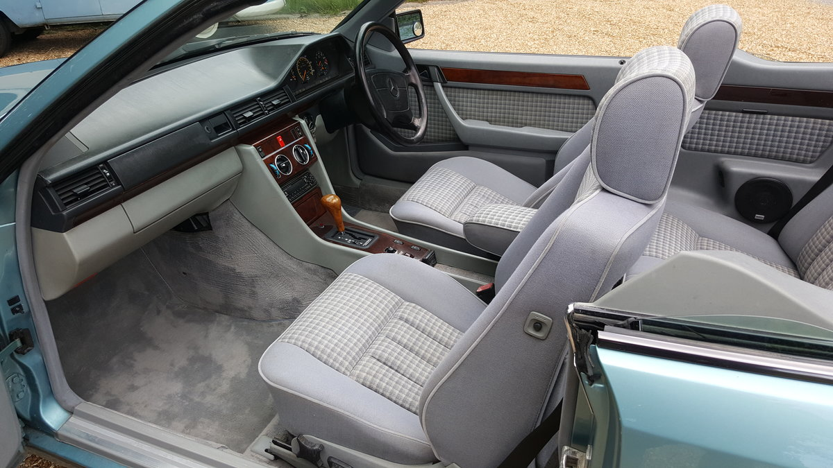 1993 Mercedes E220 convertible (W124) For Sale (picture 4 of 6)
