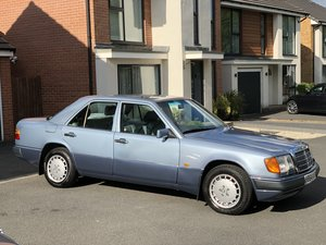 1990 Mercedes 300E W124 12Months MOT FSH 22 Stamps For Sale