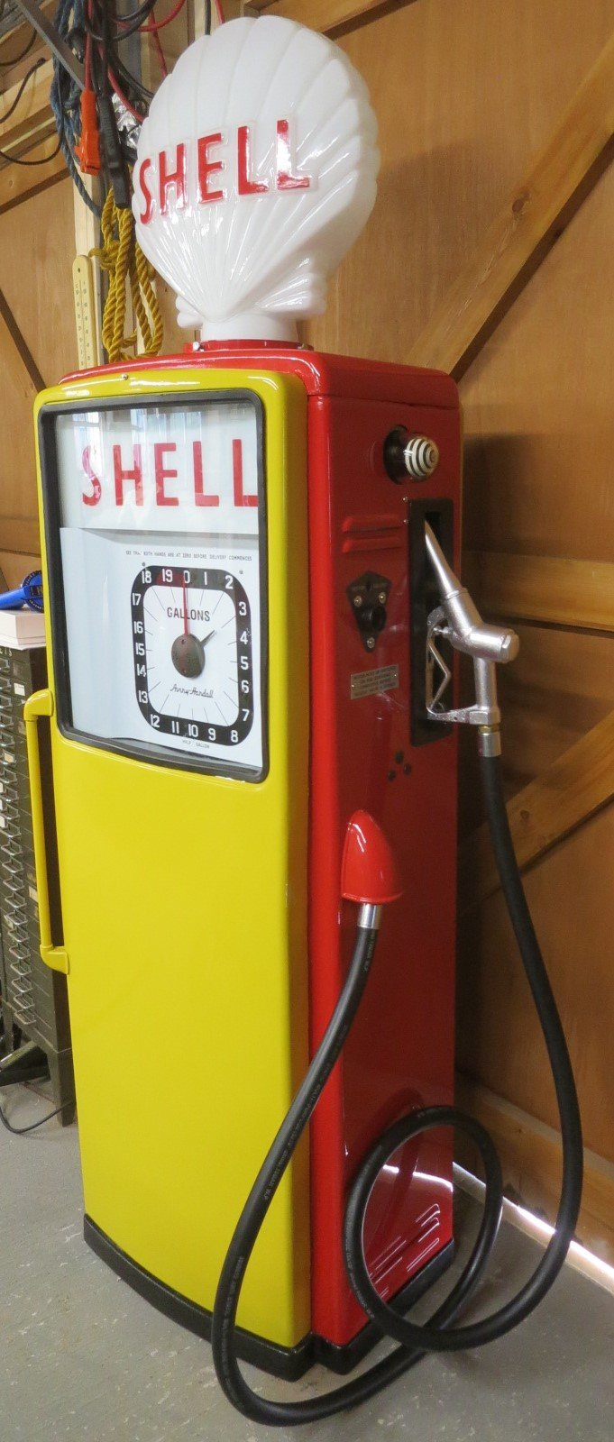 1960 Avery Hardoll restored petrol pump SOLD (picture 3 of 6)
