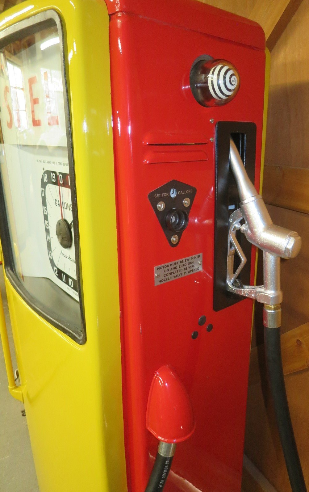 1960 Avery Hardoll restored petrol pump SOLD (picture 4 of 6)