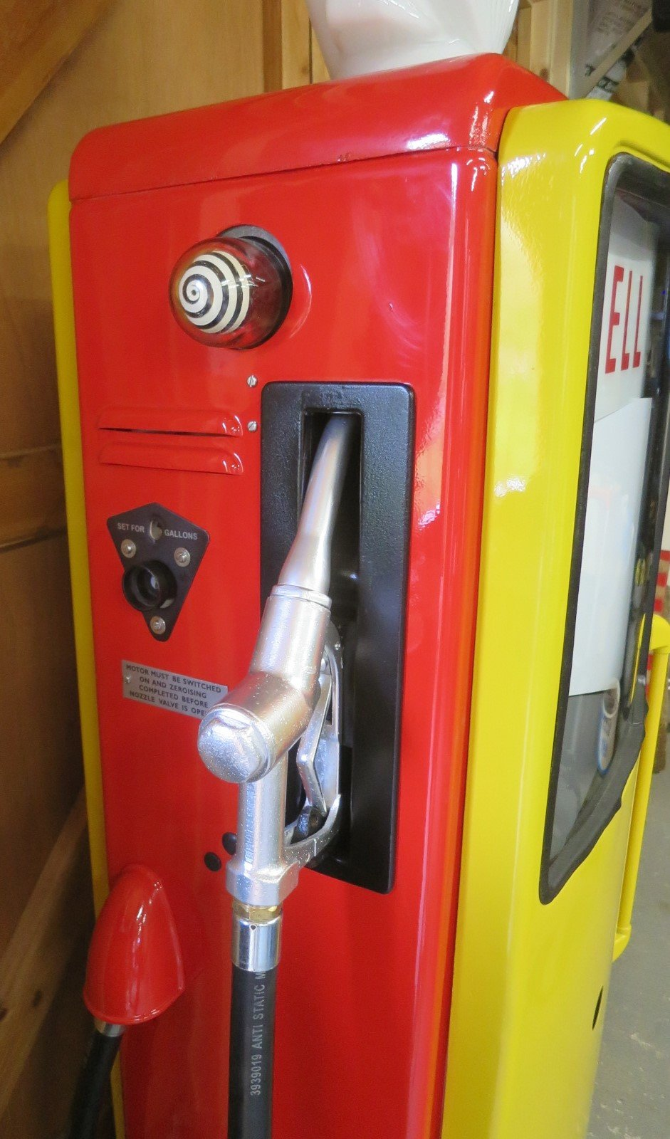 1960 Avery Hardoll restored petrol pump SOLD (picture 5 of 6)