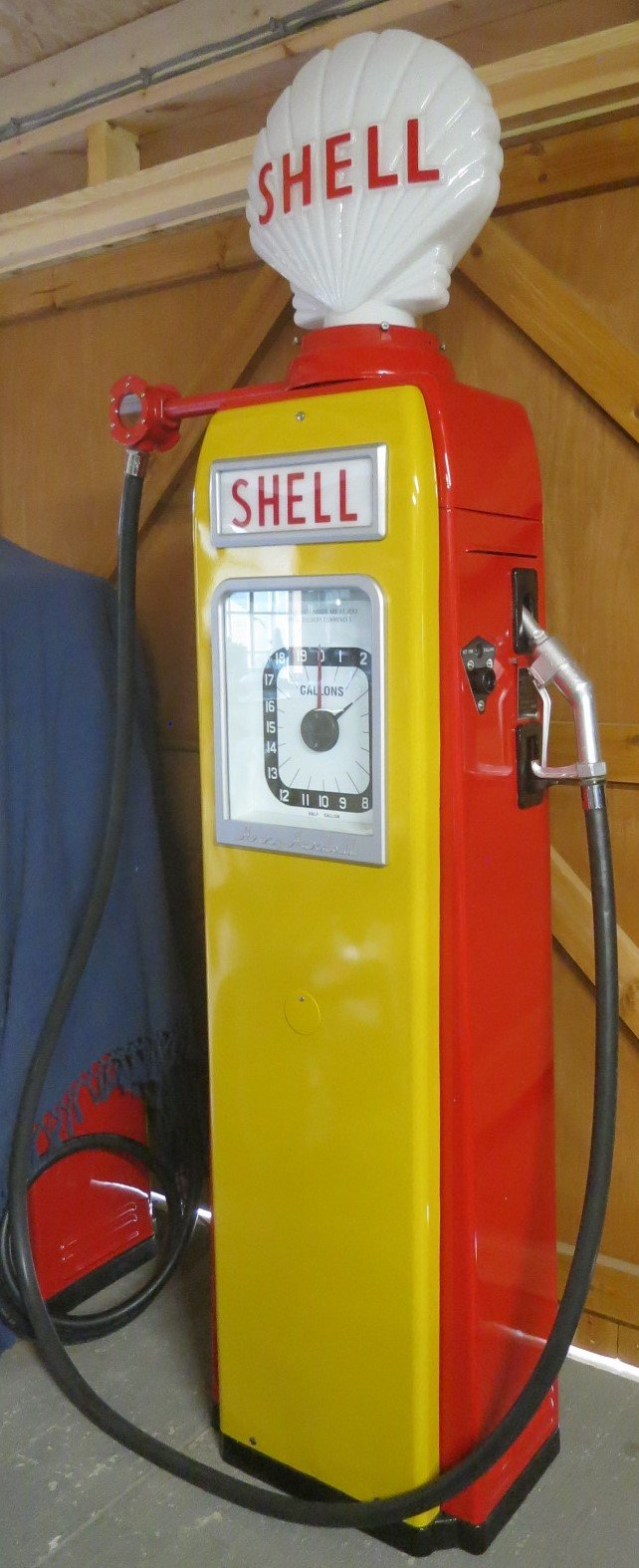 1955 Avery Hardoll 1950's restored Shell petrol pump For Sale (picture 2 of 6)