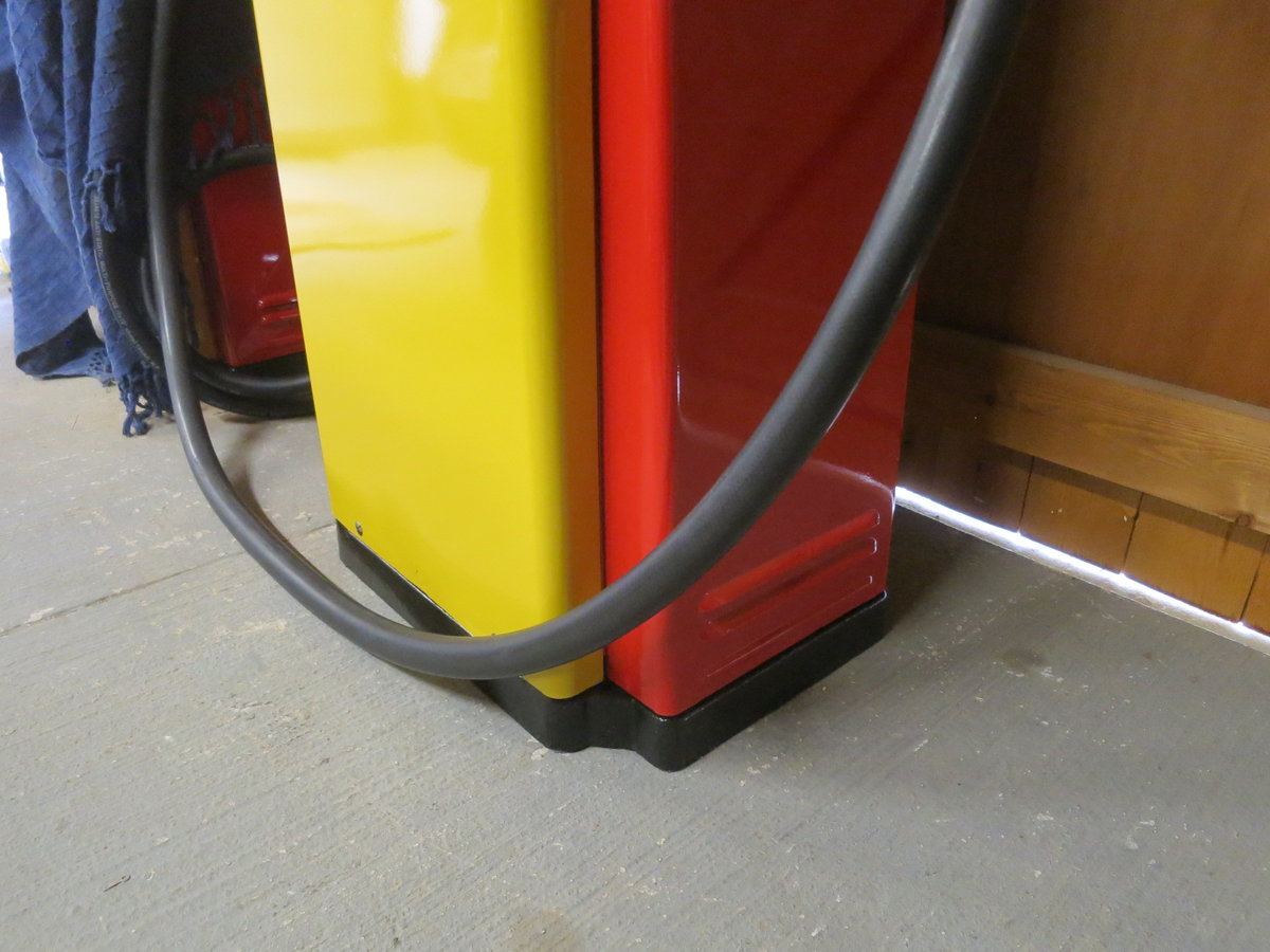 1955 Avery Hardoll 1950's restored Shell petrol pump For Sale (picture 6 of 6)