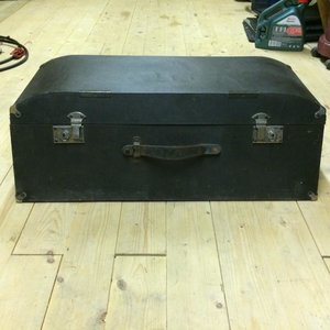 Vintage trunk/boot suitcase For Sale
