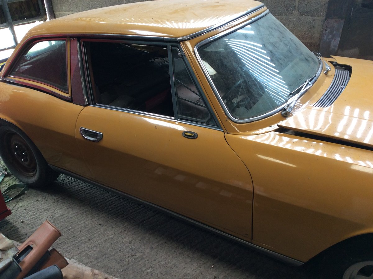 1972 Triumph Stag Manual overdrive barn find. For Sale (picture 2 of 6)