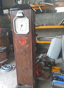 1930s Avery Hardoll Petrol Pump