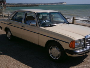 1984 Mercedes W123 series 200 Automatic.
