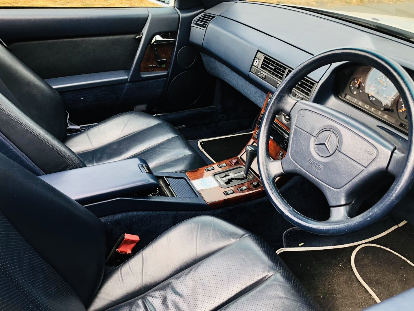1992 Mercedes SL 500 Lovely White Convertible For Sale (picture 4 of 6)
