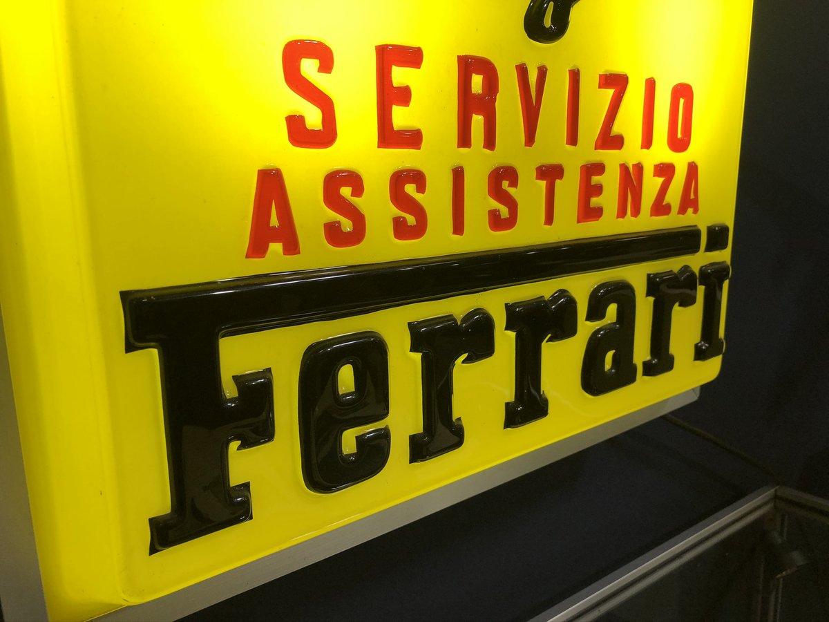 1950 A RARE FERRARI SERVIZIO ASSISTENZA ILLUMINATED SIGN For Sale (picture 2 of 4)