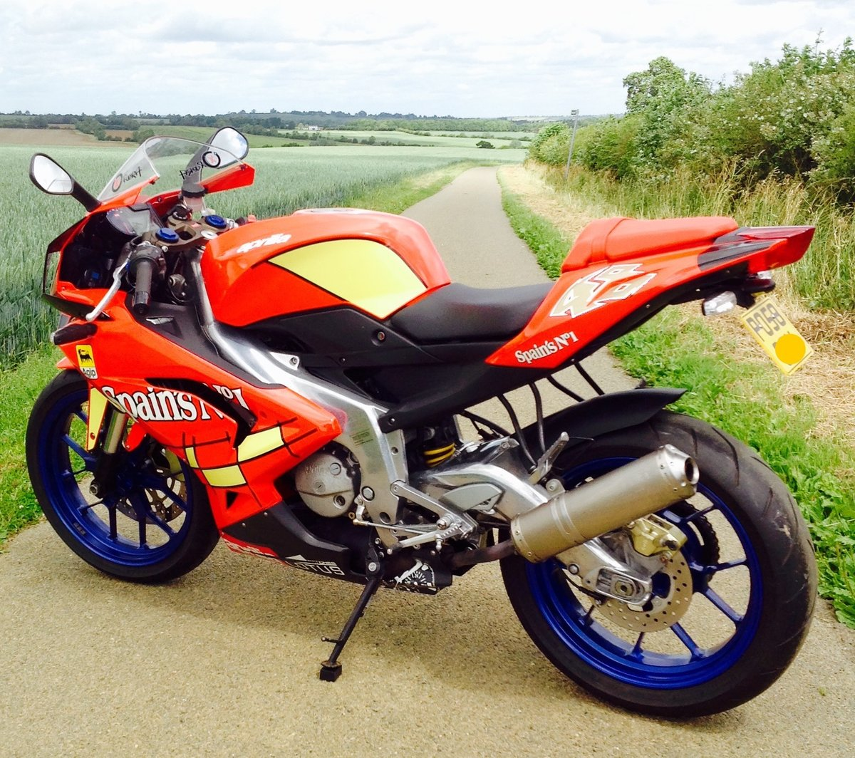 2008 Aprilia RS125. 2 Stroke. Full Power. 693m only. SOLD (picture 2 of 6)